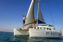 Tour around isla de lobos by catamaran